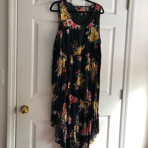 Torrid black 3x hi low tank with floral print